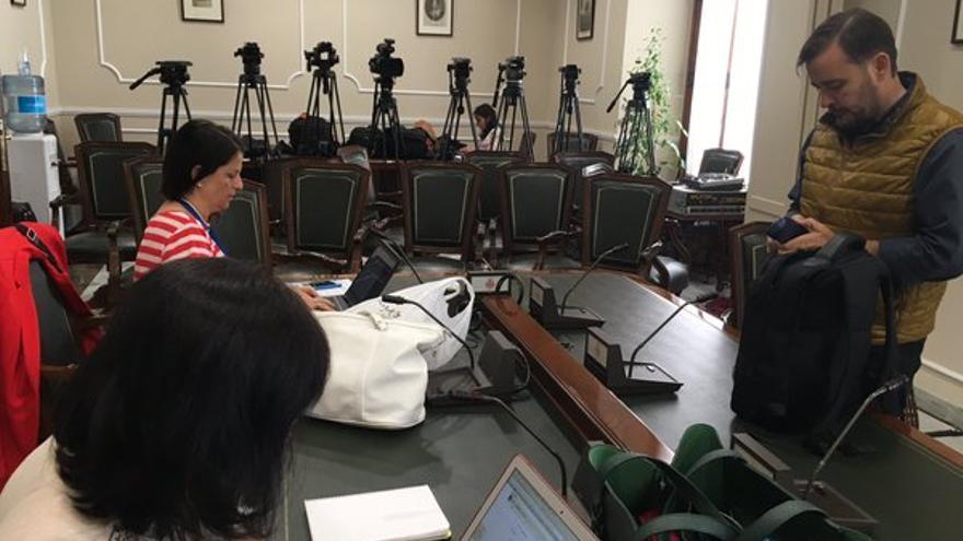 Los periodistas esperando la comparecencia que no se ha producido de Rita Barberá