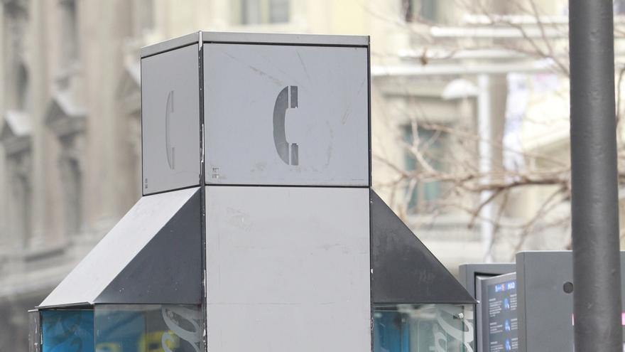 El Gobierno prevé eliminar la obligación de mantener las cabinas y guías telefónicas este año
