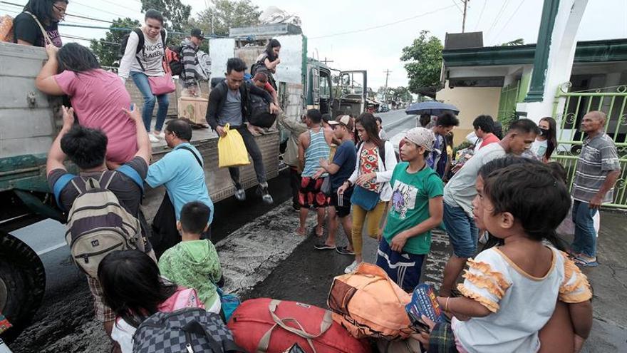 El tifón Nock-Ten mantiene su intensidad en su aproximación a Filipinas