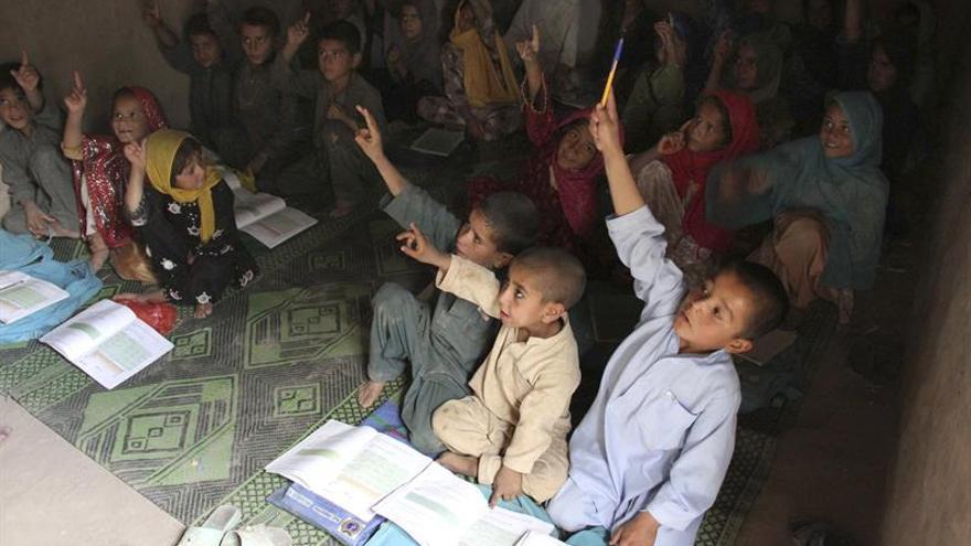 Más de un centenar de alumnas son envenenadas en un colegio en Afganistán