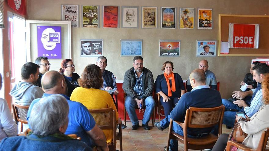Reunión en Los Silos de alcaldes del PSOE en el norte de Tenerife con integrantes de la dirección insular del partido