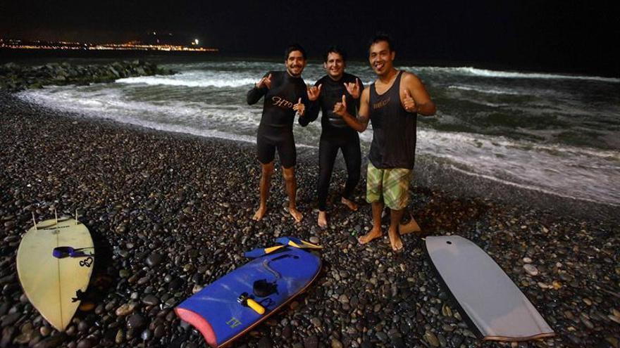 Playa de Lima se convierte en la primera de Perú con iluminación nocturna