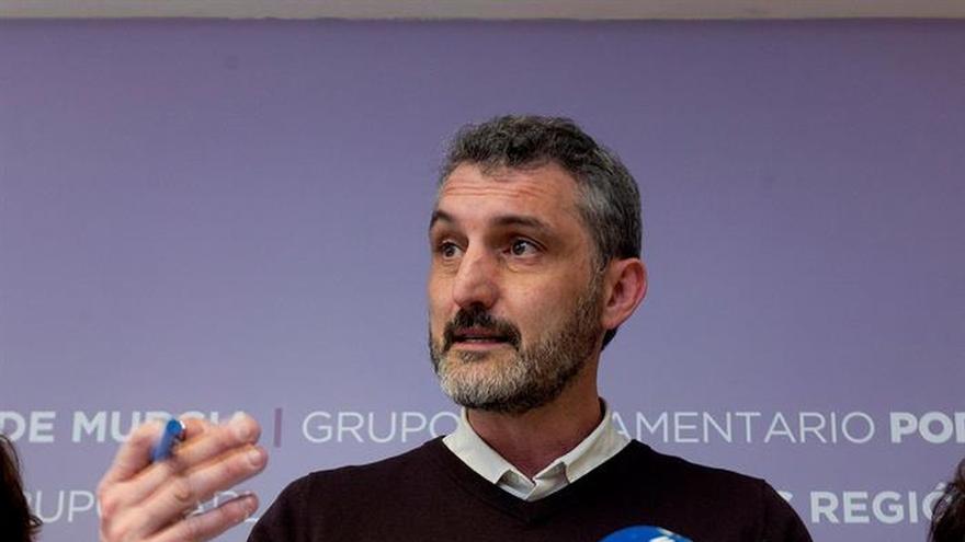 Podemos pide a C's que no ponga condicionantes a la moción a Pedro A. Sánchez