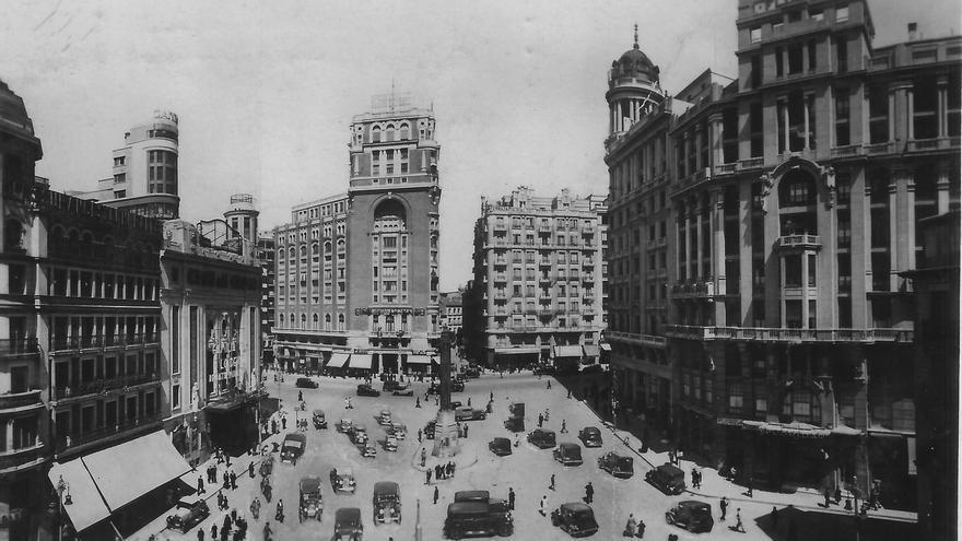 El Hotel Florida (a la derecha) en la madrileña Plaza de Callao en los años 30.