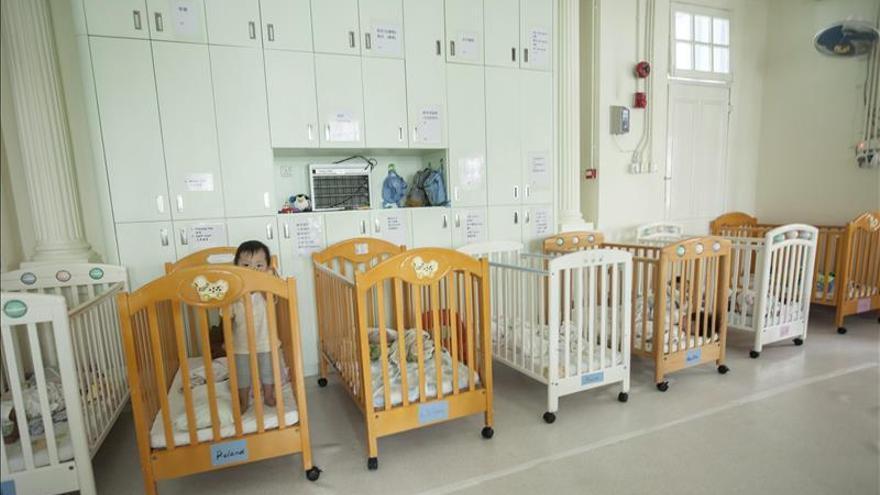 Pensión de maternidad al padre de dos niños nacidos de un vientre de alquiler