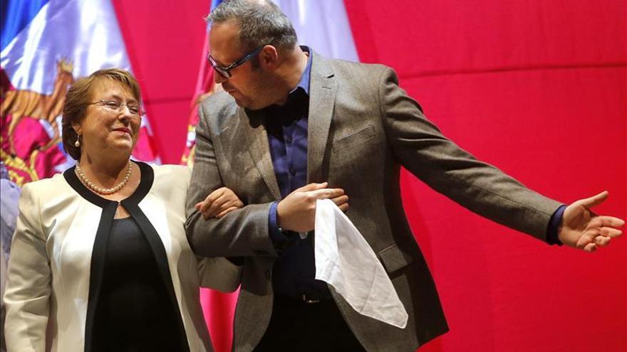 Hijo de Bachelet renuncia a cargo oficial tras un polémico negocio inmobiliario