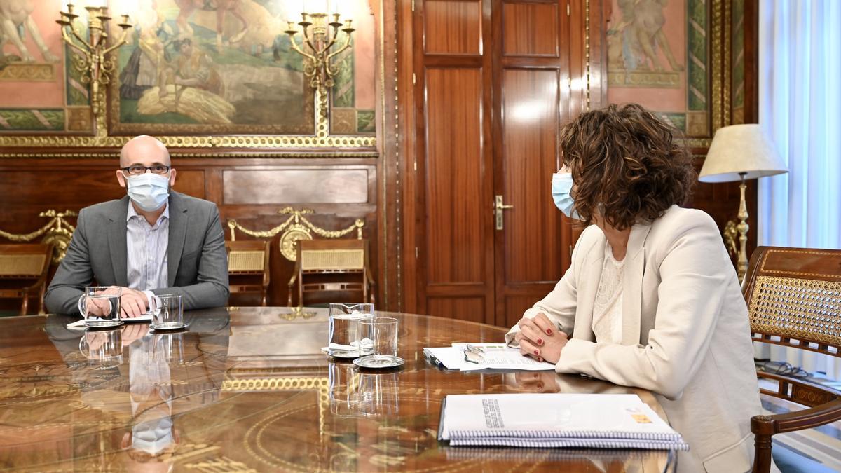 La ministra de Hacienda, María Jesús Montero, y el secretario de Estado de Derechos Sociales, Nacho Álvarez, reunidos para abordar las líneas generales del anteproyecto de Presupuestos Generales del Estado para 2021