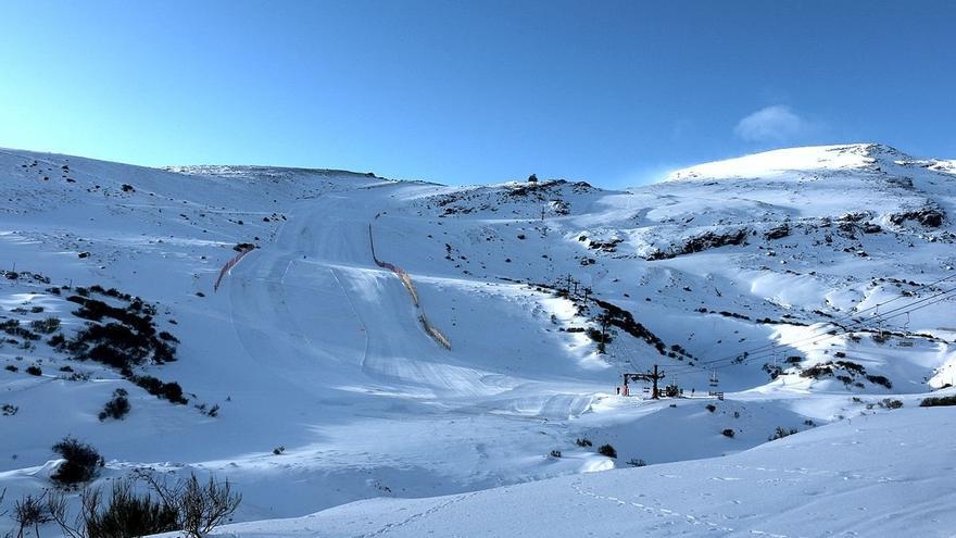Alto Campoo amanece a cinco grados bajo cero y ya no se necesitan cadenas para circular por Cantabria