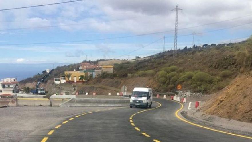 Carretera TF-463 de entrada a Guía de Isora desde la nueva vía entre Adeje y Santiago del Teide