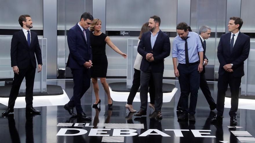 De izquierda a derecha, Pablo Casado, Pedro Sánchez, Santiago Abascal, Pablo Iglesias y Albert Rivera, momentos antes de comenzar el debate electoral del 4 de noviembre.