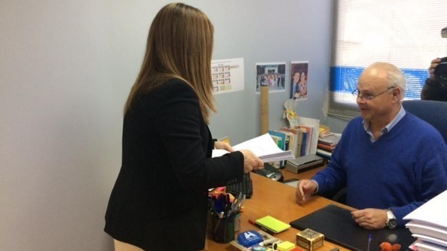 (AMP) Sáenz de Buruaga formaliza su candidatura a presidir el PP de Cantabria respaldada por 1.251 avales