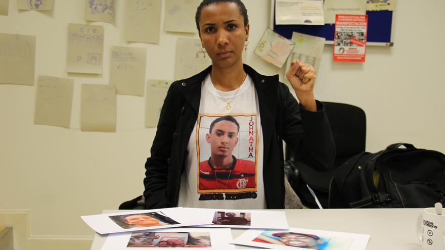 Ana Paula madre de Jhonatha, de 19 años, que murió el 14 de mayo de 2014 después de que le dispararan policias militares de la  Unidad de Policías Pacificadora de la favela de Manguinhos. | Rocío Rodríguez - Amnistía Internacional