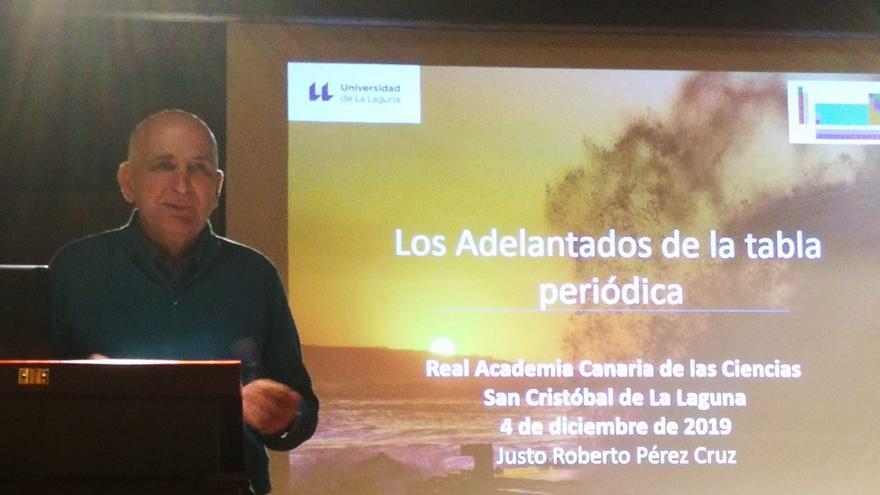 El doctor y catedrático de Física de la Universidad de La Laguna durante su intervención.