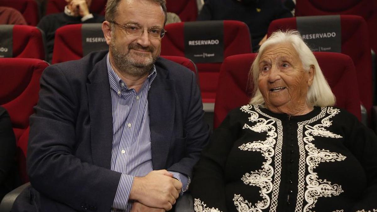 Anthony y Pilar Chaves Nogales, en un acto en el Rectorado de Córdoba
