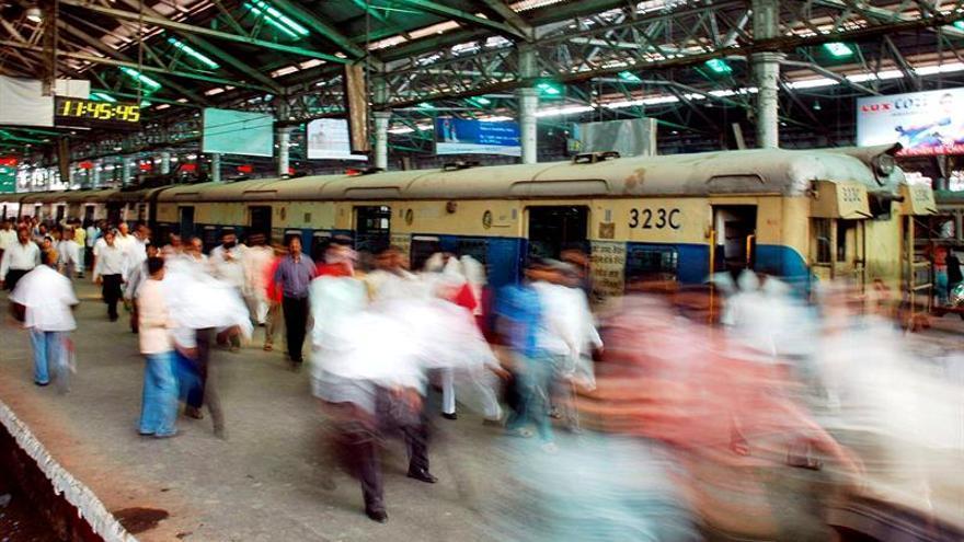 Al menos 90 muertos y 76 hospitalizados por un accidente de tren en la India