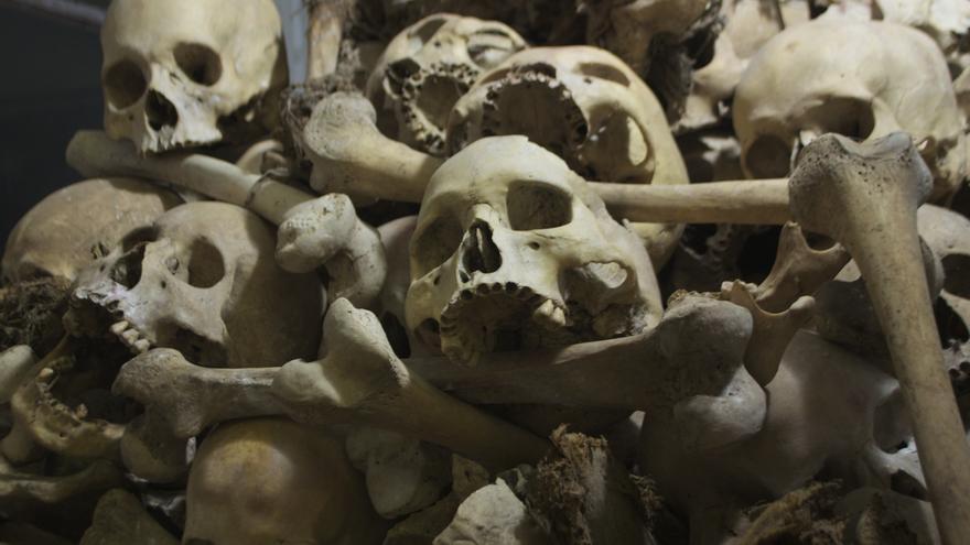 """Calaveras de las víctimas de un """"killing field"""" próximo a la ciudad de  Battambang"""