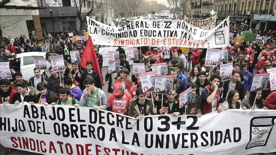 Docentes y universitarios convocan una huelga el 24 de marzo contra los grados de 3 años