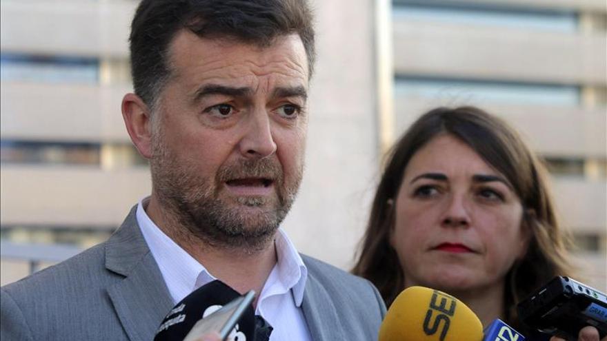 """Maíllo (IU) dice que las líneas rojas del PSOE en corrupción son de """"geometría variable"""""""