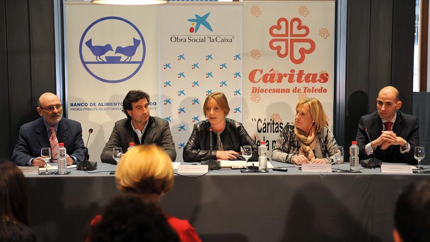 Pepe Rodríguez junto a responsables del Banco de Alimentos, Cáritas y la Obra Social La Caixa
