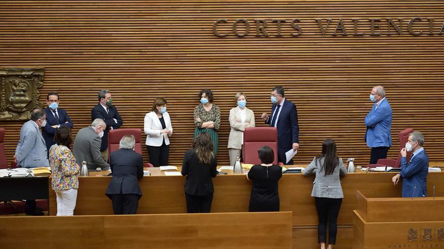 Diputados y letrados discuten la fórmula para votar la ley del juego.