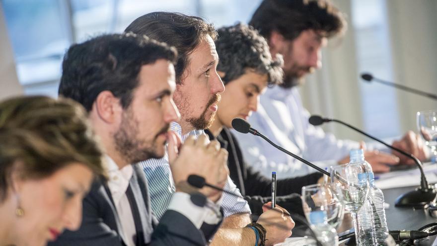 Yolanda Díaz, Alberto Garzón, Pablo Iglesias, Lucía Martín y Rafael Mayoral presentan la alternativa de Unidos Podemos a la ley de Contratos de Crédito Inmobiliario.
