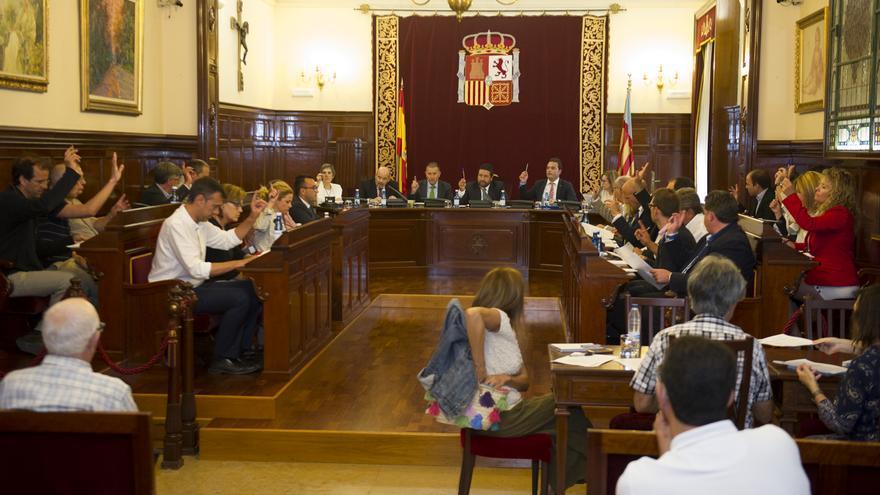 Los diputados votan uno de los dictámenes durante el pleno ordinario de septiembre