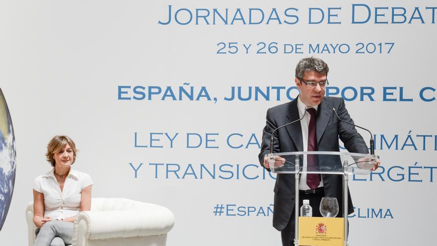 La ministra de Agricultura, Alimentación, Pesca y Medio Ambiente, Isabel García Tejerina, y el ministro de Energía, Turismo y Agenda Digital, Álvaro Nadal.