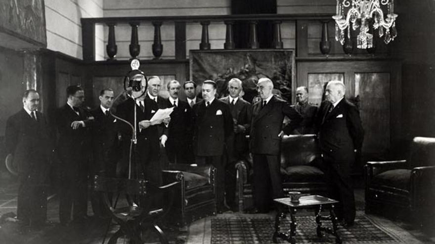 El presidente de la II República, Niceto Alcalá Zamora, asiste a la inauguración de los Estudios CEA en Madrid