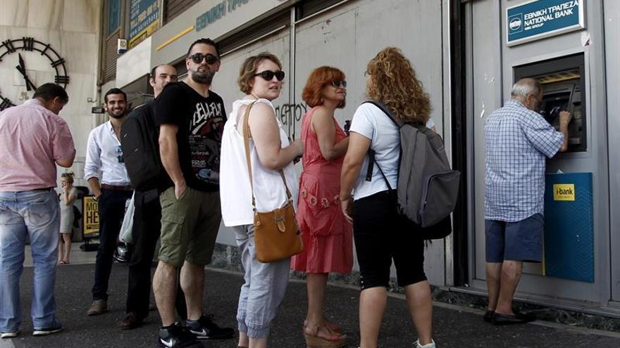 BCE reduce el techo de crédito a la banca griega al mejorar liquidez