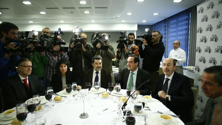 Rubalcaba dice que la renovación generacional del PSOE la decidirán militantes y simpatizantes en las primarias