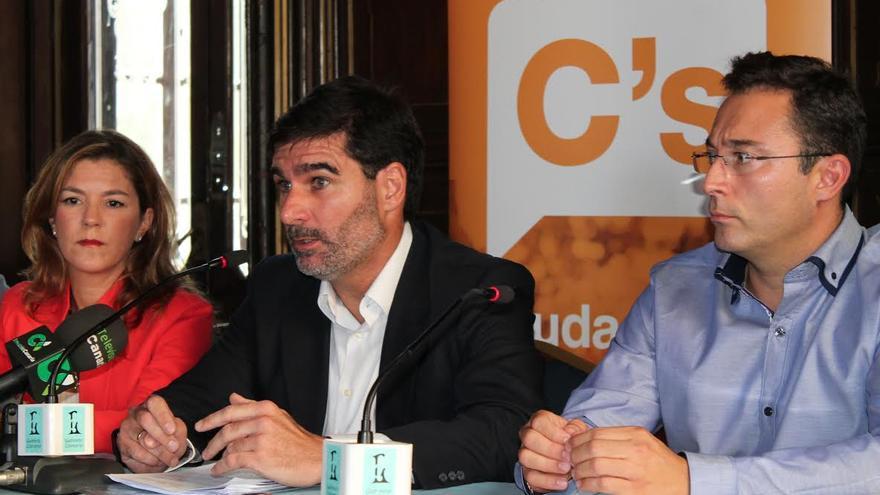Lidia López, Eduardo González y Francisco de Torres, miembros de la junta directiva de Ciudadanos en Canarias. (ACOIDÁN DÍAZ)