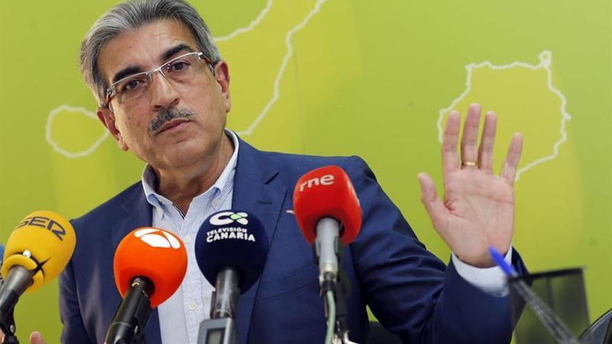 El presidente de Nueva Canarias, Román Rodríguez, informa sobre el programa del cuarto Congreso nacional de su partido, que se celebrará el 5 y 6 de mayo en Las Palmas de Gran Canaria.