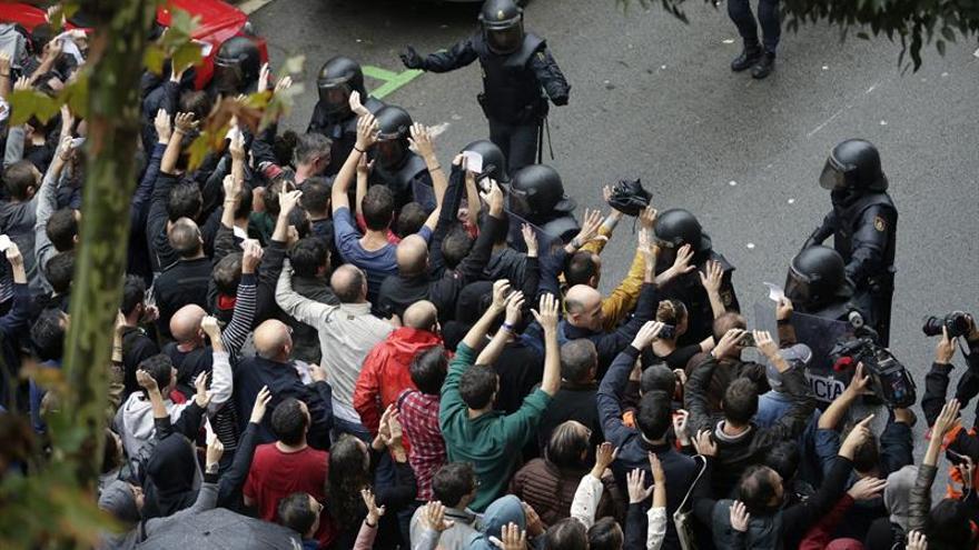 Quedan en libertad los tres detenidos por la Policía por resistencia en 1-O
