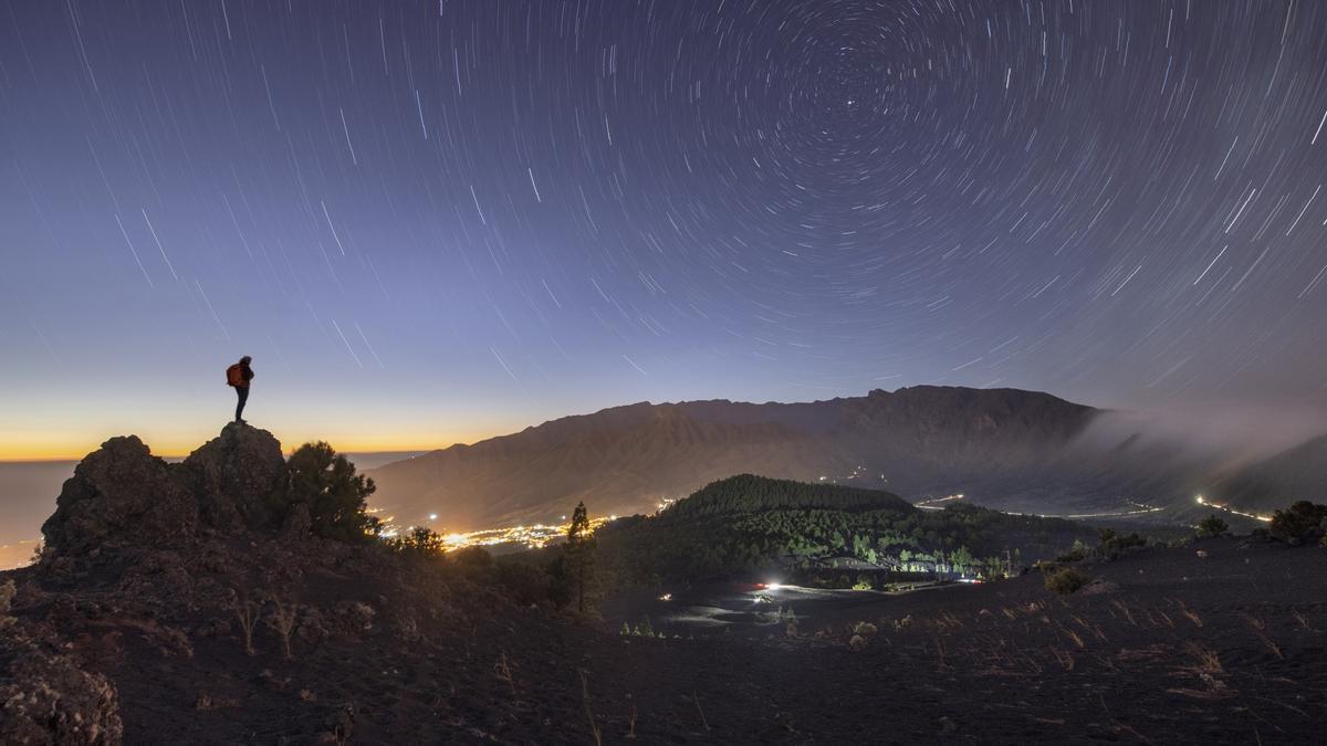Panorámica nocturna del municipio de El Paso.