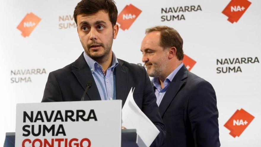 Gonzalo Fuentes, el hasta hoy alcalde de Estella, en la sede de UPN con Javier Esparza