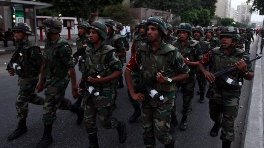 Integrantes del Ejército egipcio tras el derrocamiento de Morsi hace unos días (EFE)