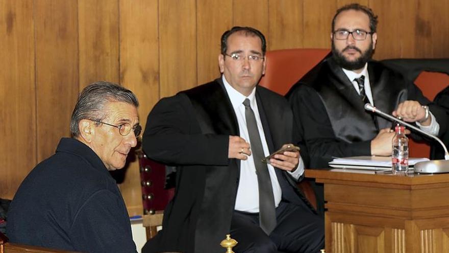 El padre Román, único procesado en el caso conocido como Romanones, en la Audiencia de Granada.