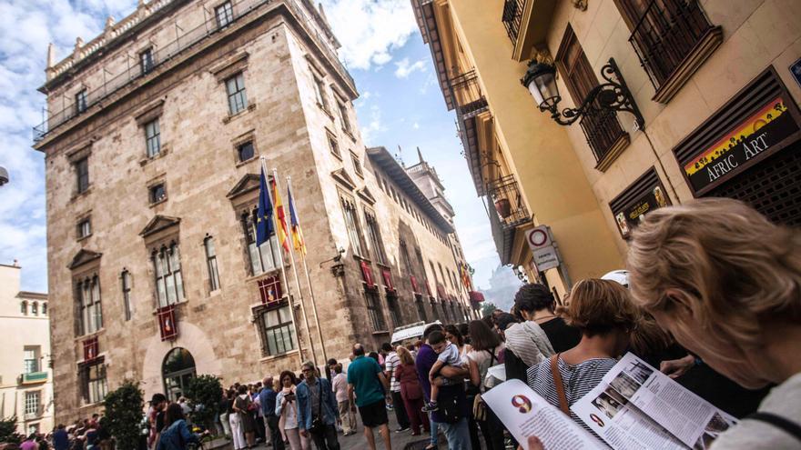 Colas para acceder al Palau de la Generalitat durante los actos del 9 d'Octubre.