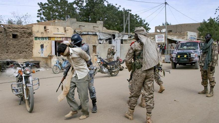 Mueren dos militares malienses en un ataque contra un puesto de control