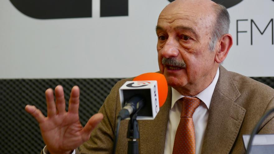 José María Mazón durante la entrevista de El Faradio y eldiario.es en Arco FM. | CARLOS ATIENZA