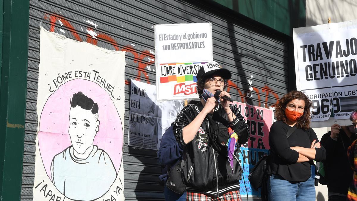 Protesta a seis meses de la desaparición del joven trans