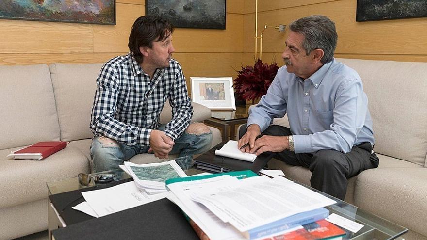 Gobierno y Ayuntamiento abordan modificar trazado del Camino Lebaniego para acercarle a lugares destacados