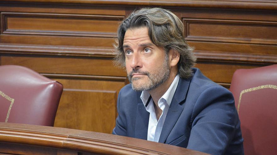 Gustavo Matos en un pleno del Parlamento de Canarias