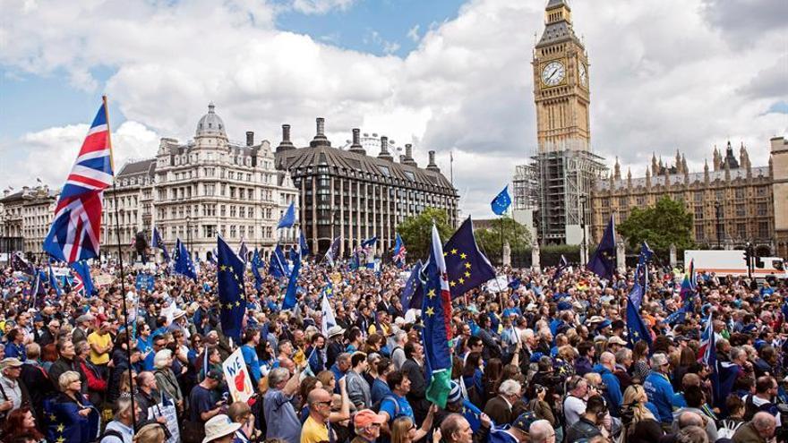Miles de manifestantes en Londres para que el Reino Unido permanezca en la UE.