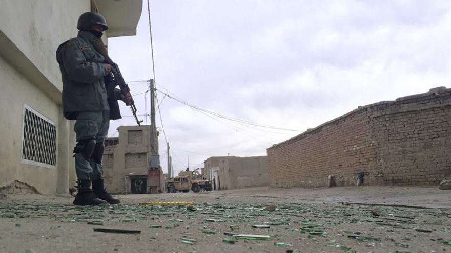 Dos miembros de la OTAN y dos atacantes mueren en un ataque en Afganistán