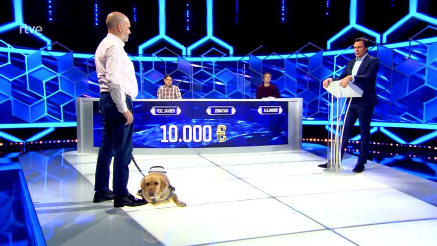'El Cazador' recibió al primer participante invidente de un concurso quiz en España, Jonatan