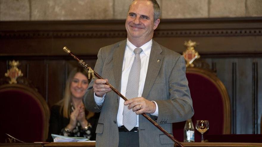 Ballesta sustituye a Puigdemont en Girona, entre las críticas de la oposición