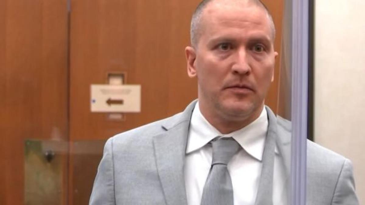 Derek Chauvin durante la lectura de su condena