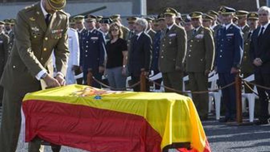 Emotividad y silencio en el funeral del cabo fallecido en Afganistán