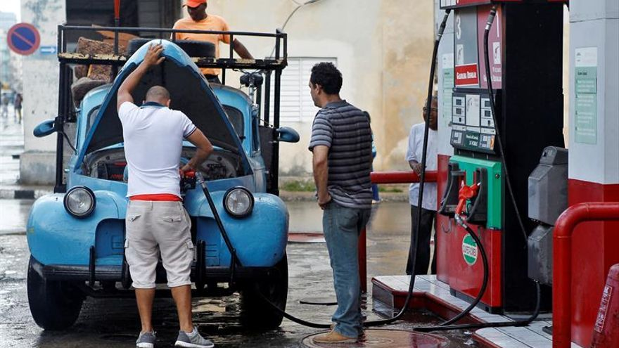 Gasolineras cerradas y ambiente en calma al comenzar la restricción en Cuba